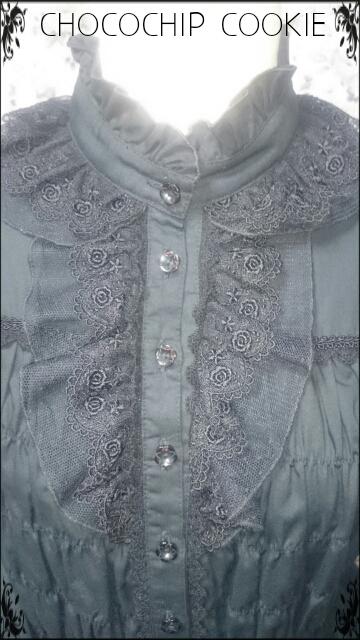 画像: お花ボタンバラチュールスタンドカラーシャーリング長袖ブラウス