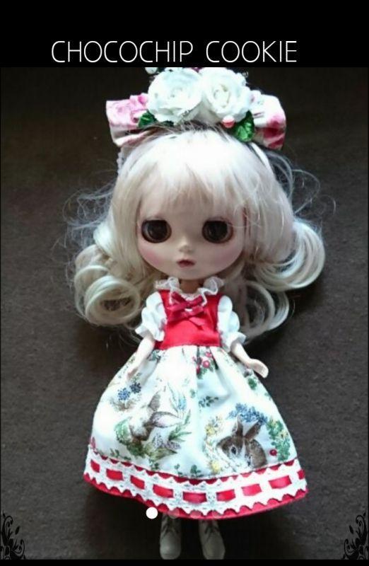 画像1: 苺うさぎワンピース+お花リボンカチューシャ(1)白苺(2)黒苺(B品)